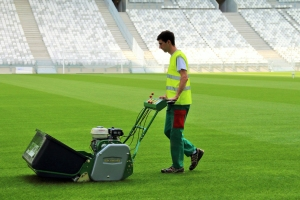 Stade Bordeaux_mowing_FABIAN_4turf