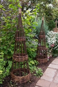 forest-willow-obelisk