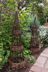 forest-willow-obelisk